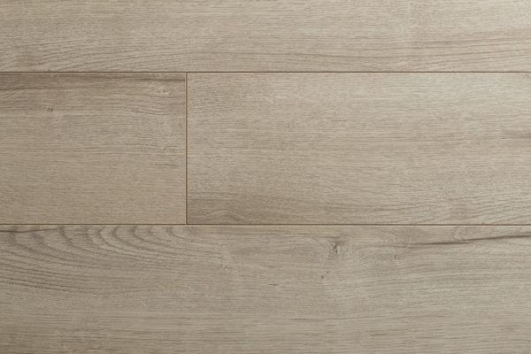 Ламинат Kronopol MARINE Atlantic Oak производится в Польше на заводе известного швейцарского концерна SWISS KRONO. Экологически чистая и плотная плита HDF